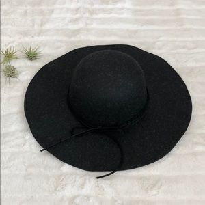 Accessories - Black Floppy Hat